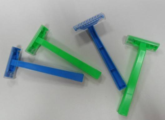 Disposable razors for medical