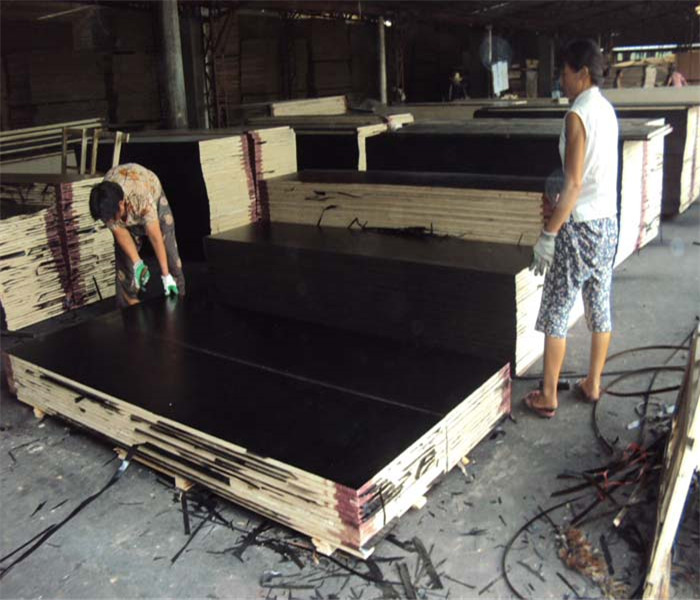 Two times press 18mm black film faced plywood