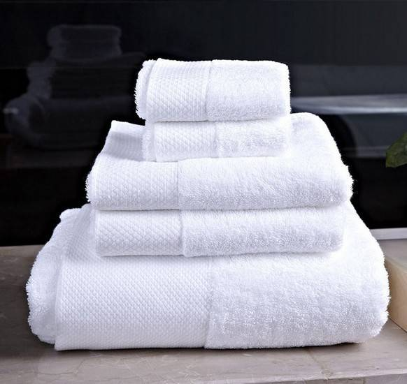 Luxurious hotel towels and bath towels