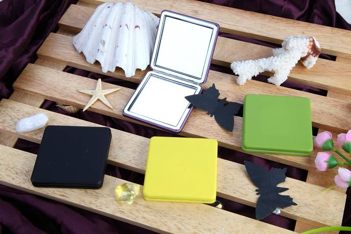 square shape metal pocket mirror with  plastic cover for gift