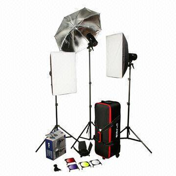 Three 150W Studio Flash + Light Stands/Softboxes/Umbrella/Trolley