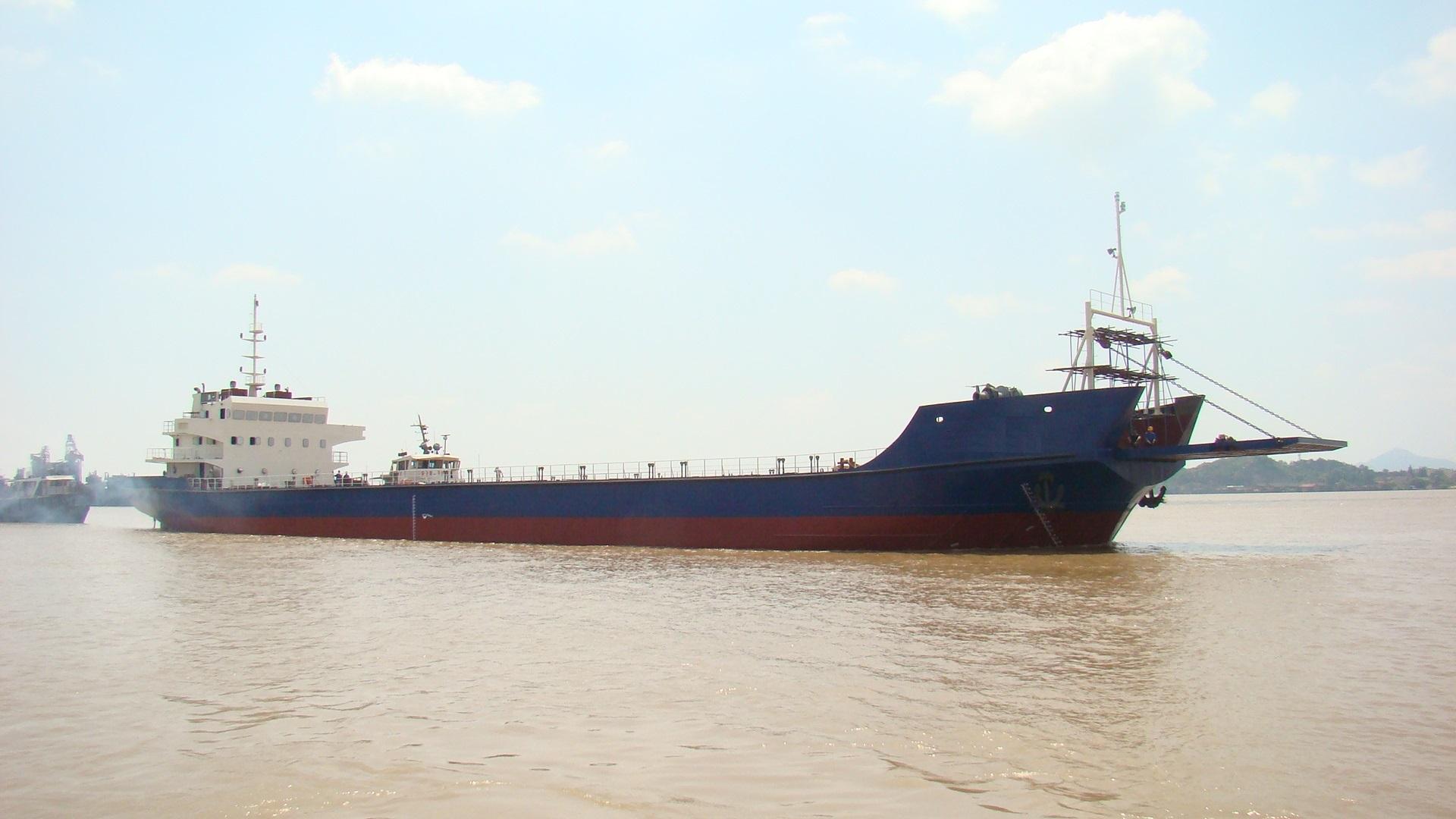 4000 Deck barge