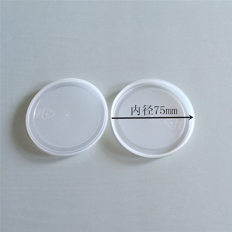 Round plastic lids for cans