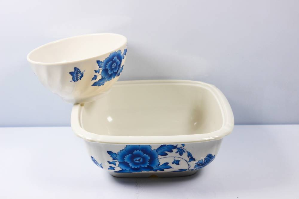 5'' twilled and 7.5'' square melamine bowl