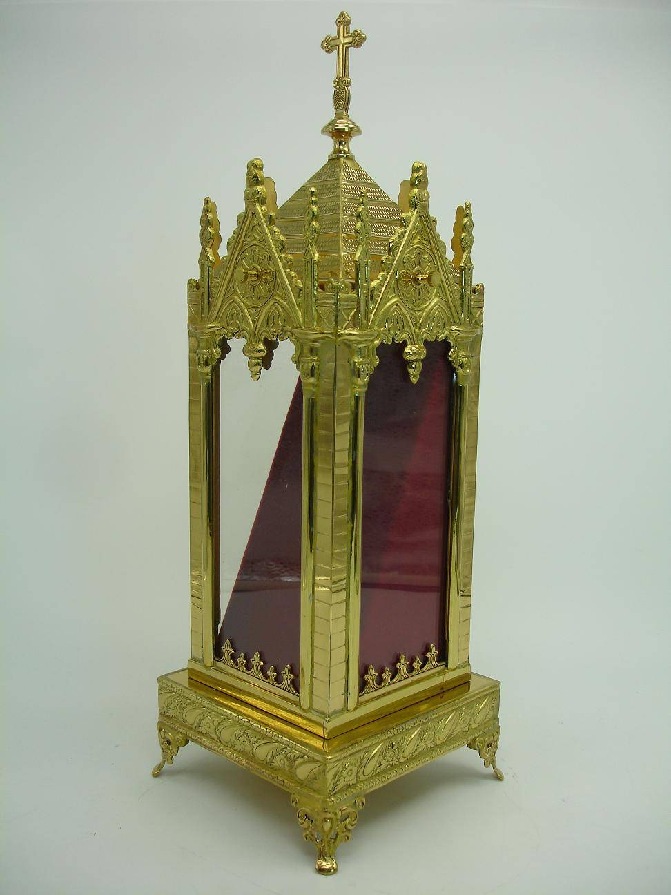 Good-looking Castle Style Bottom with Lacy Pattern in this Brass Reliquary X26