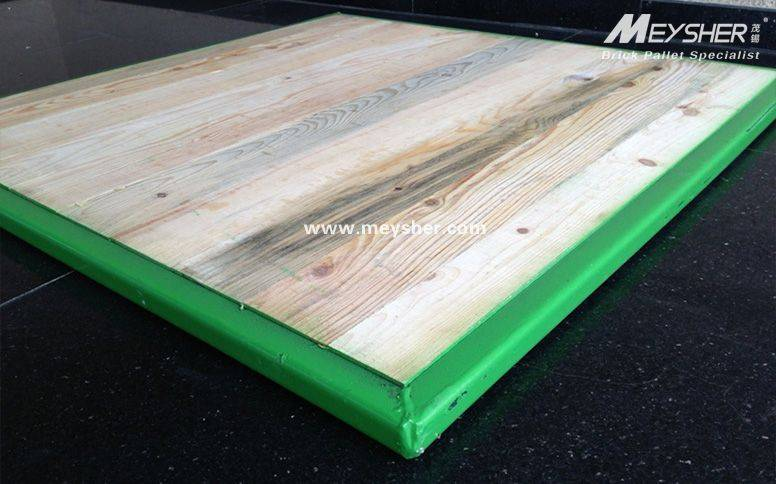 Solid wood pallet