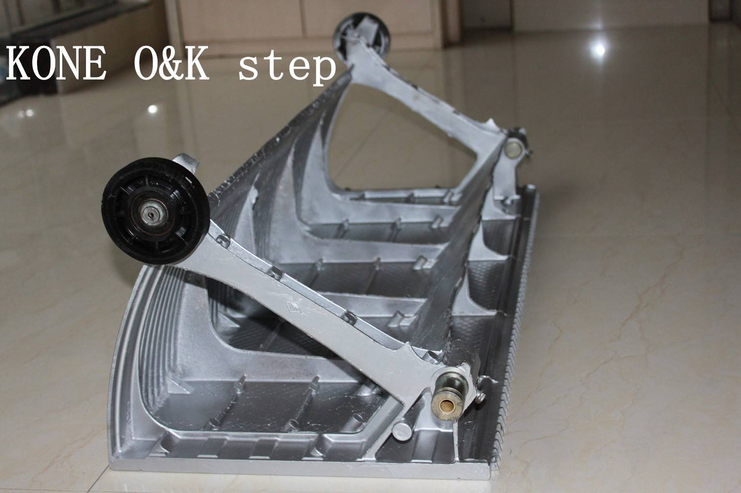 KONE O&K escalator step