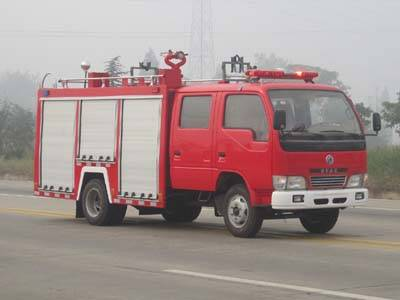 Diesel engine new Dongfeng 4x2 1500liters watering fire truck