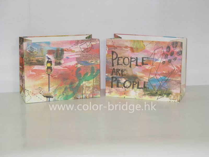 Customize Design Embracing Paper Gift Bag Without Handles
