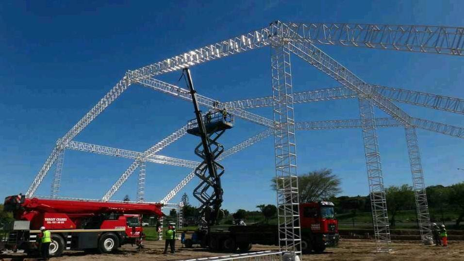 big concert outdoor speaker and lighting stage roof system