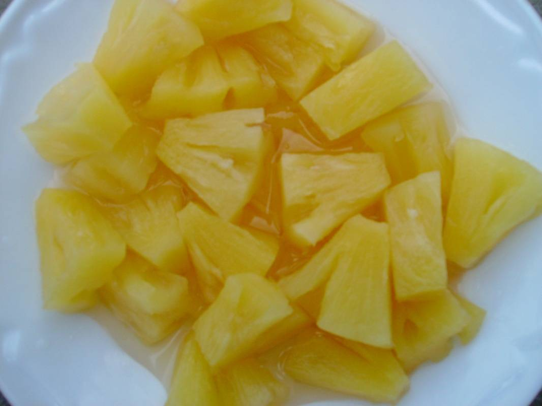 CANNED QUEEN PINEAPPLE (Syrup) ( Angela Phan - WhatsApp / Viber / HP: +84-1655 827 745)