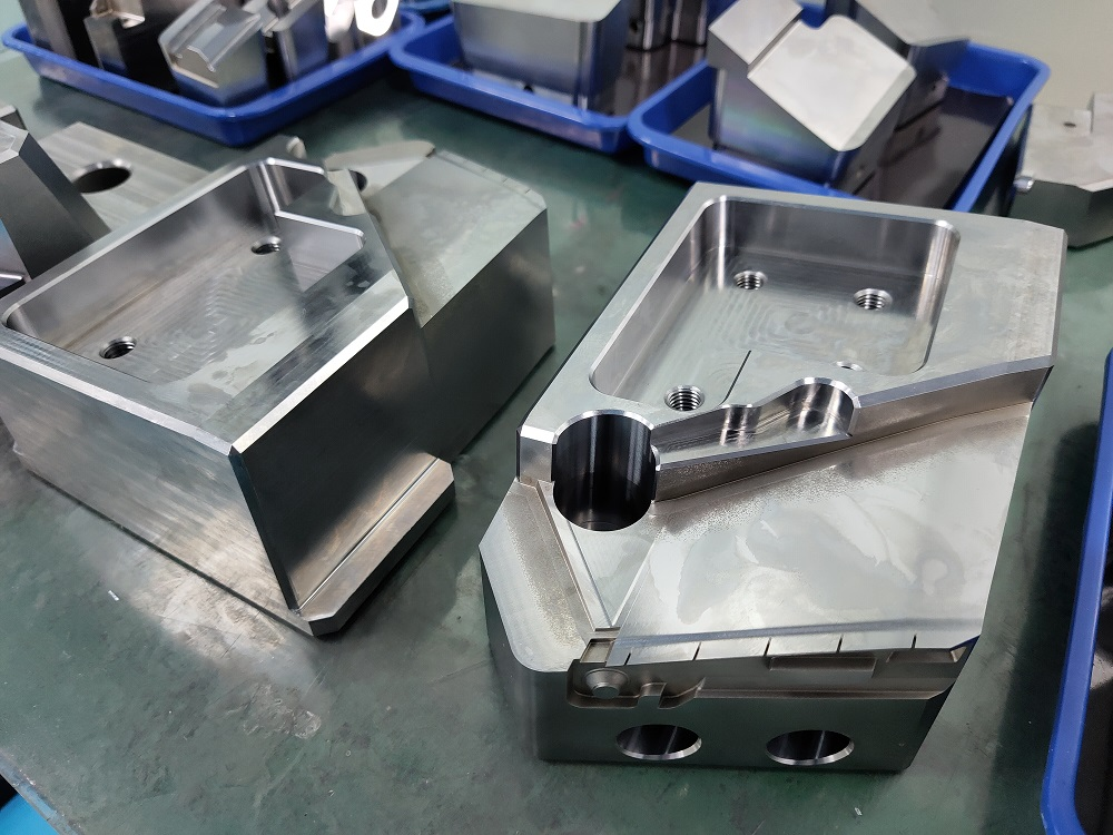 manufacturer of precision mold parts mold components in China