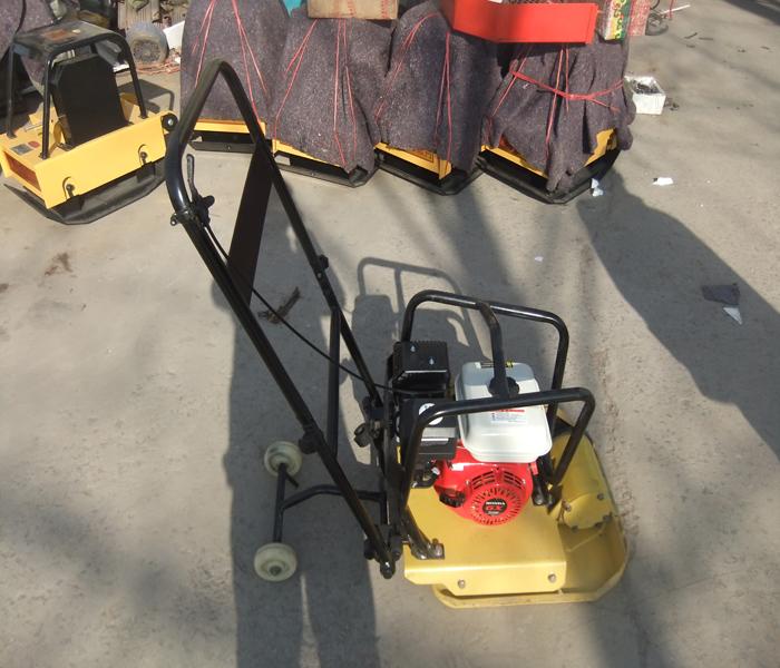 Hand operate gasoline type flat rammer