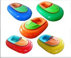 Inflatable bumper boat for water park games