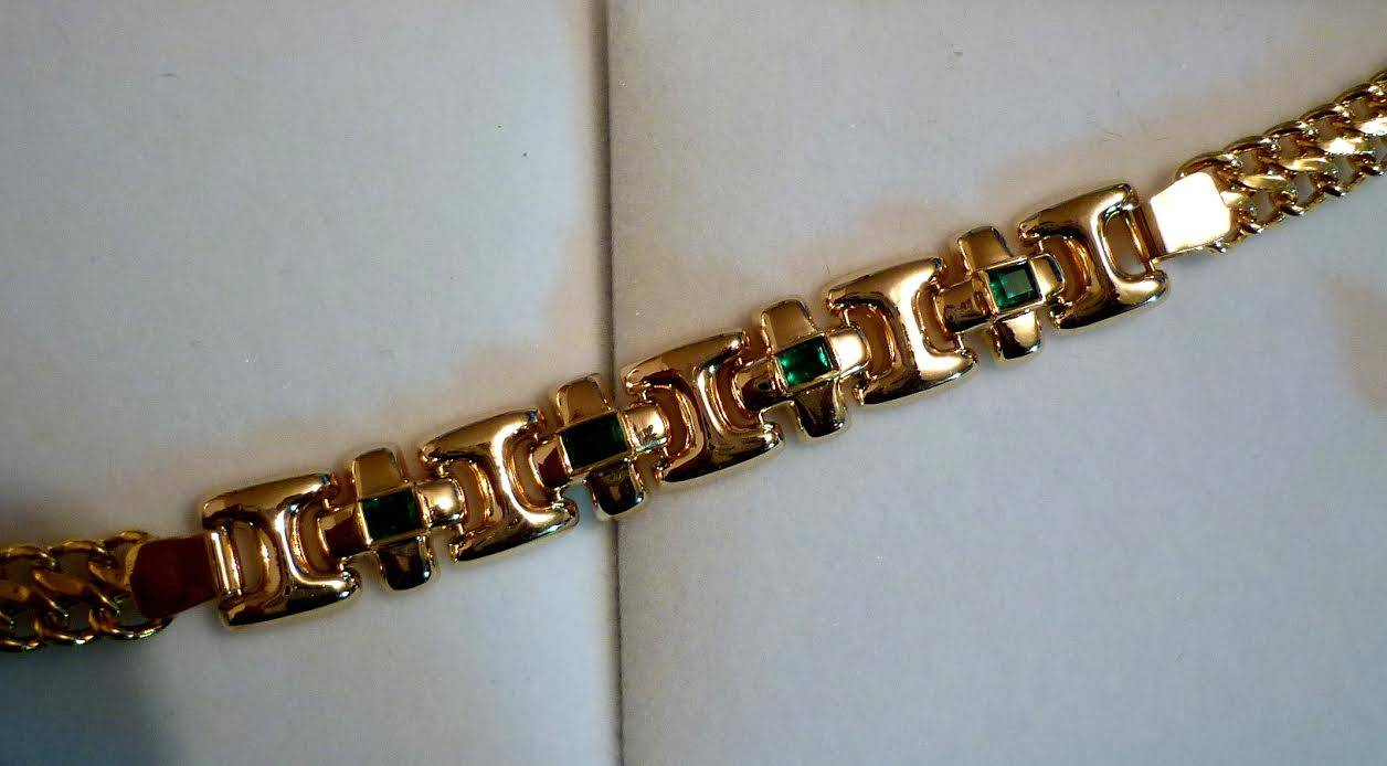 Bracelets made of 18 karats Gold with colombian emeralds