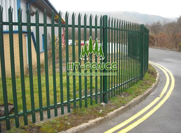 W Pale palisade fence