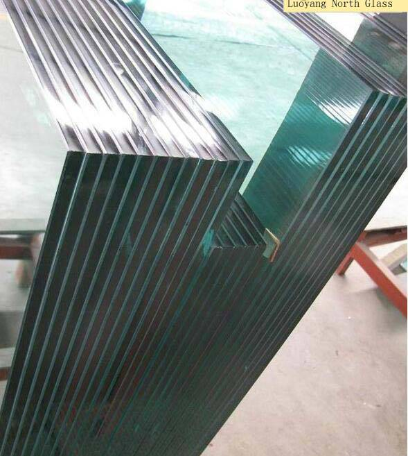 A layer of PVB film is sandwiched between two or more pieces of laminated glass of any other colors