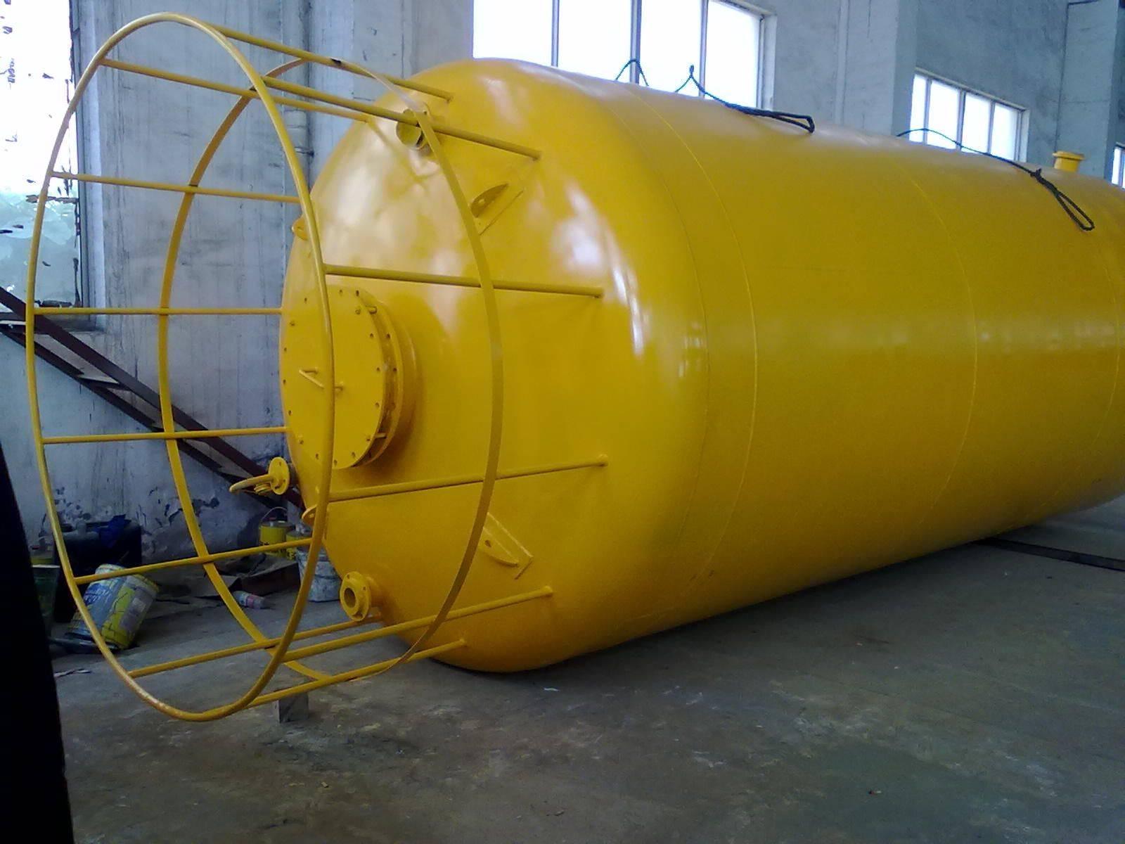 Plastic lined steel tank