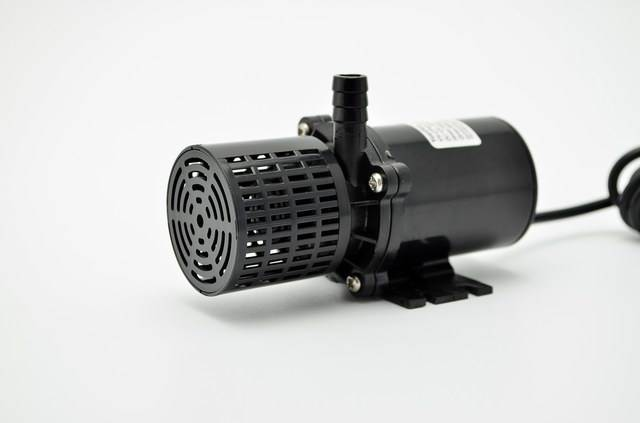 Brushless DC pump with filter
