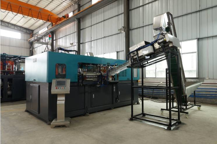 4-cavity bottle blowing molding machine