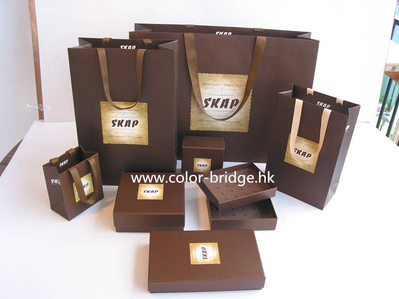 Customizing Cardboard Paper Packaging For Clothes Gift Box Jewelry Box