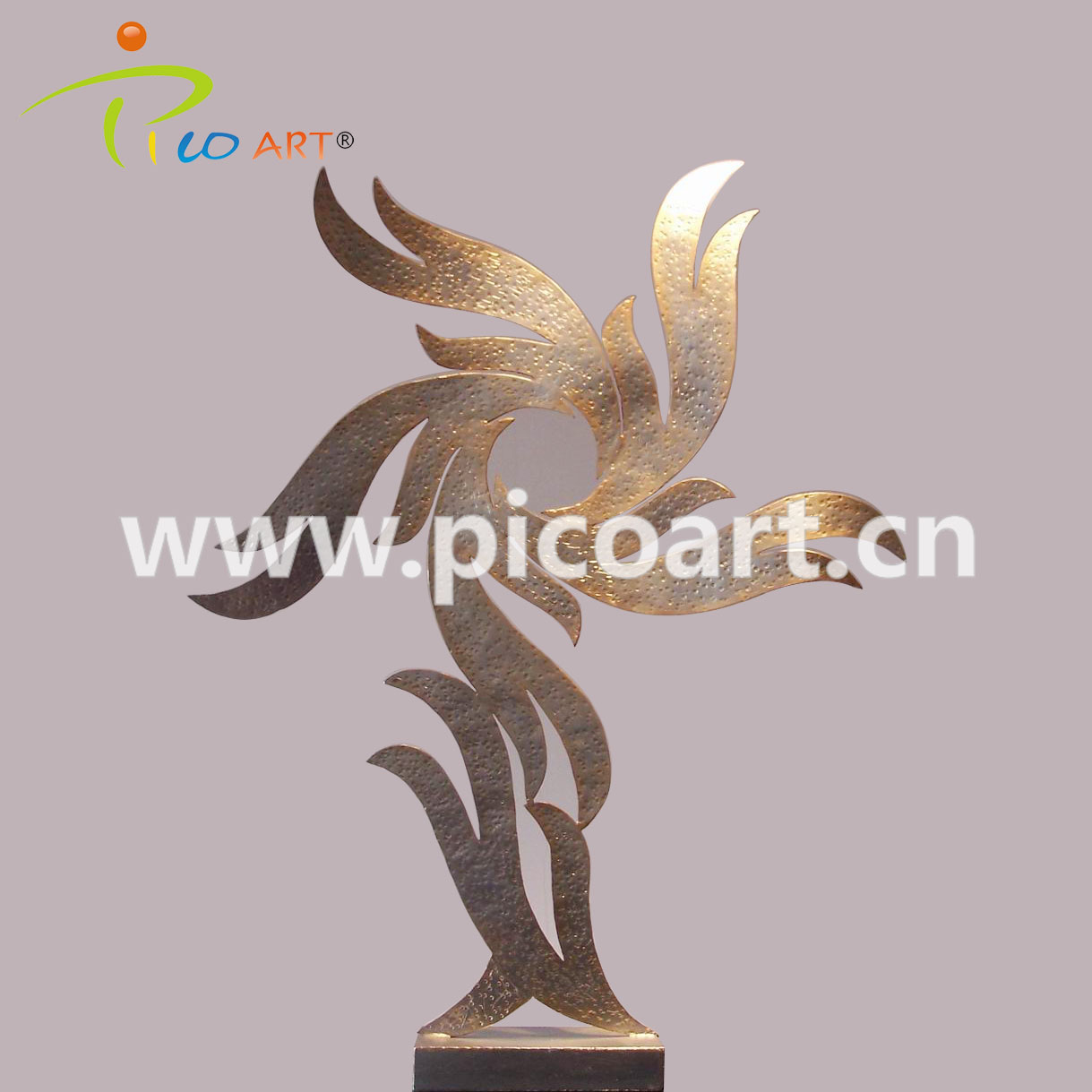 Customized Metal Casting Iron Sculpture for Hotel Decoration