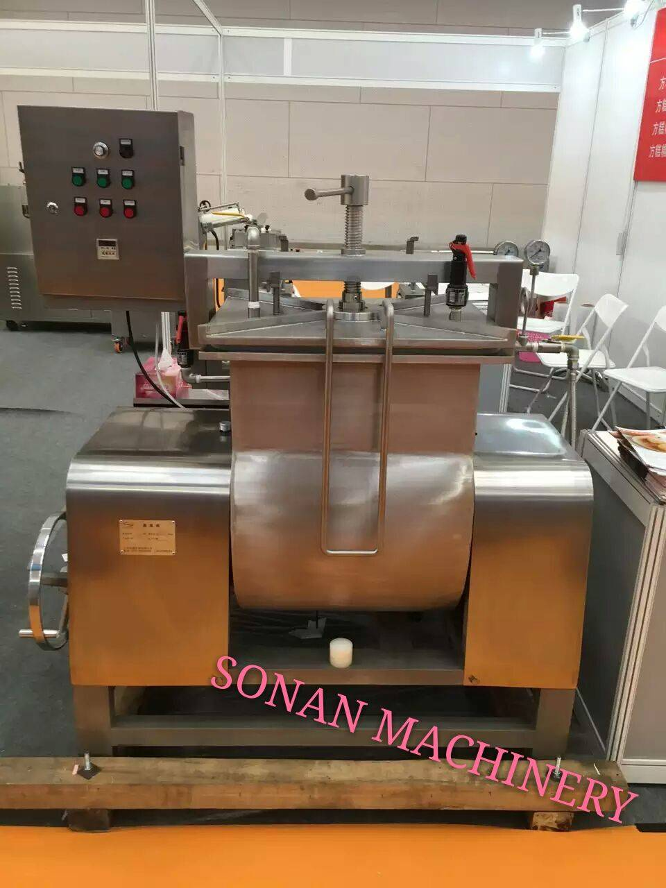 Electric mochi kneading machine