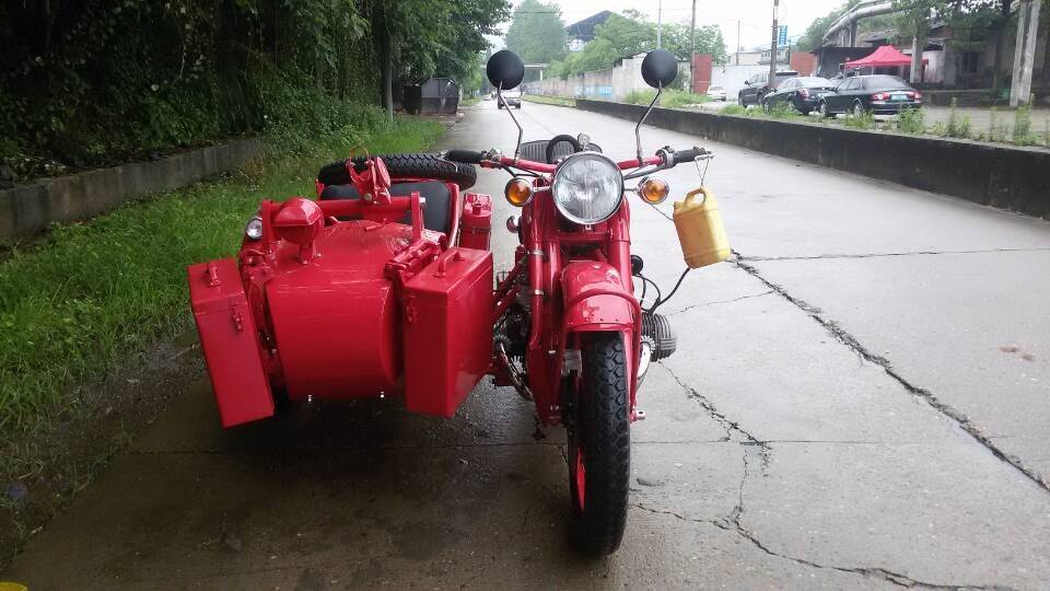 Shine color with red of 750Cc Motorcycle Sidecar