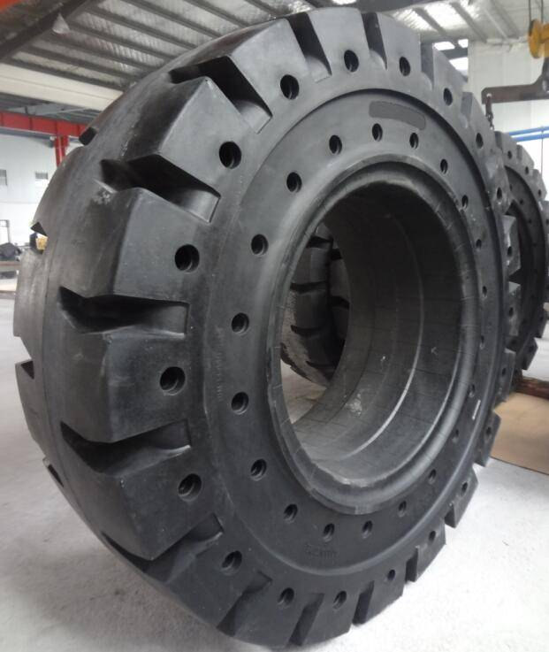 airless solid wheels 17.5-25 on metallurgical sites