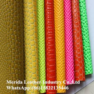 Color brilliancy embossed pattern rexine leather for bag stocklot