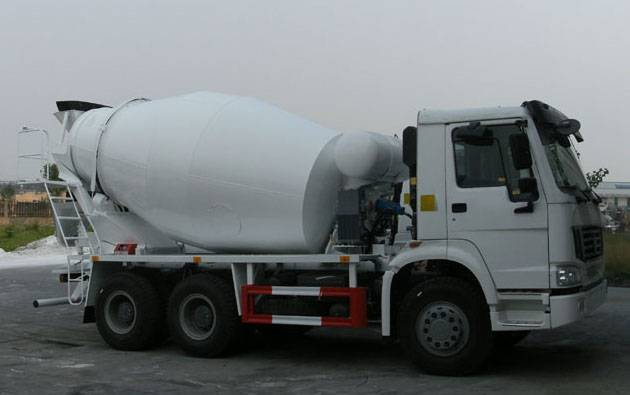 SINOTRUCK HOWO Chassis 7cbm Concrete Mixer Truck