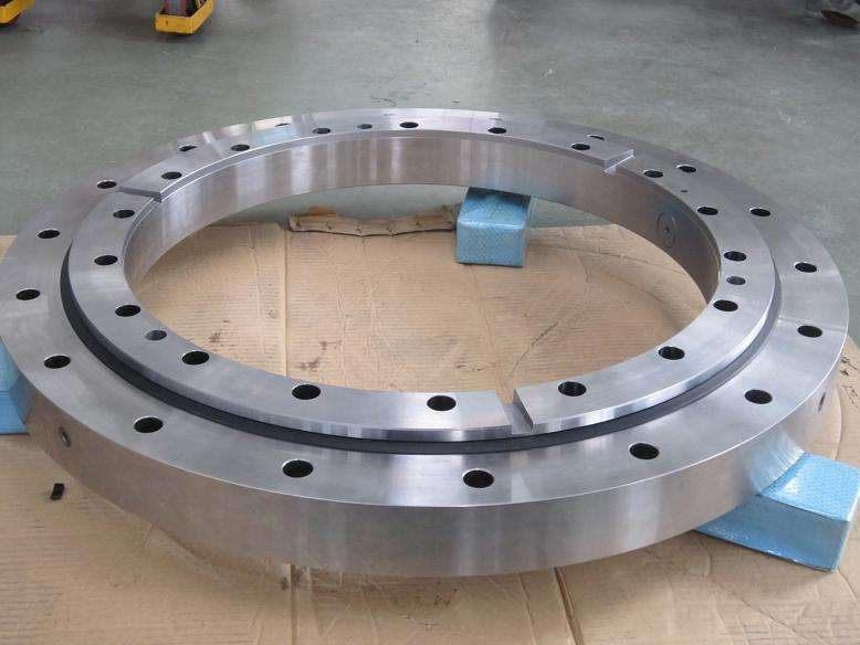 Solar tracker worm drive slewing ring
