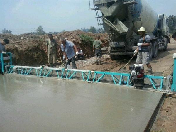 surface construction concrete truss screed machine