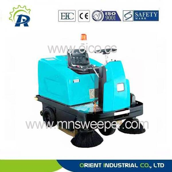 industrial ride-in sweeping machine