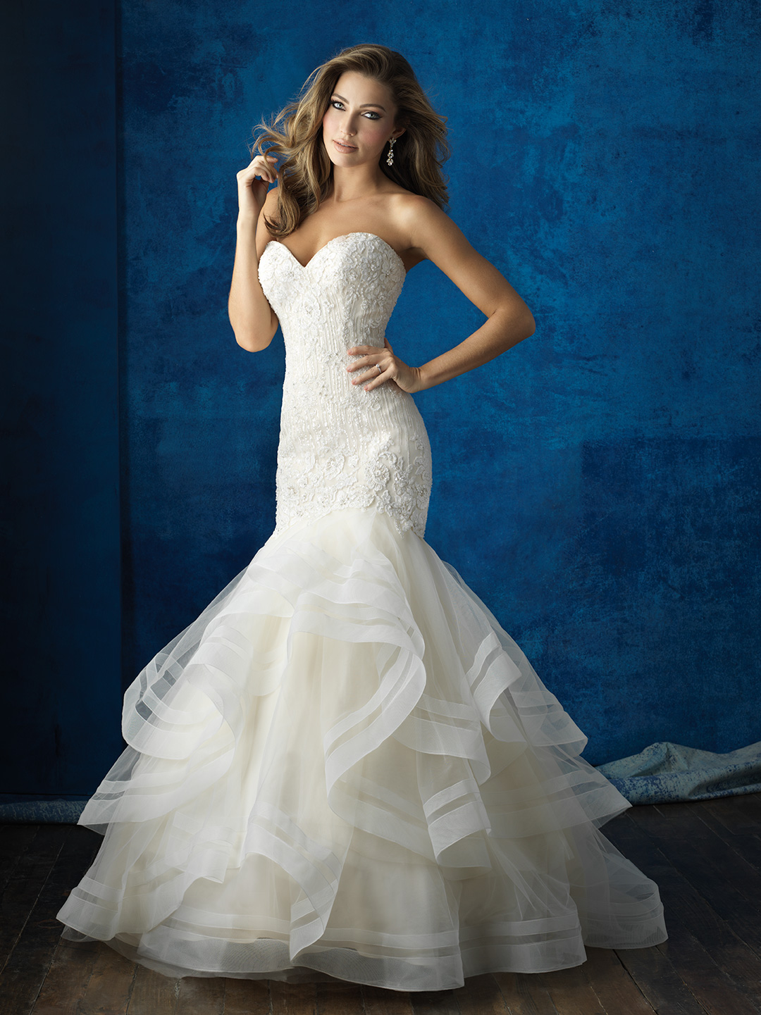 Strapless mermaid wedding dress with ruffer tail for bridal