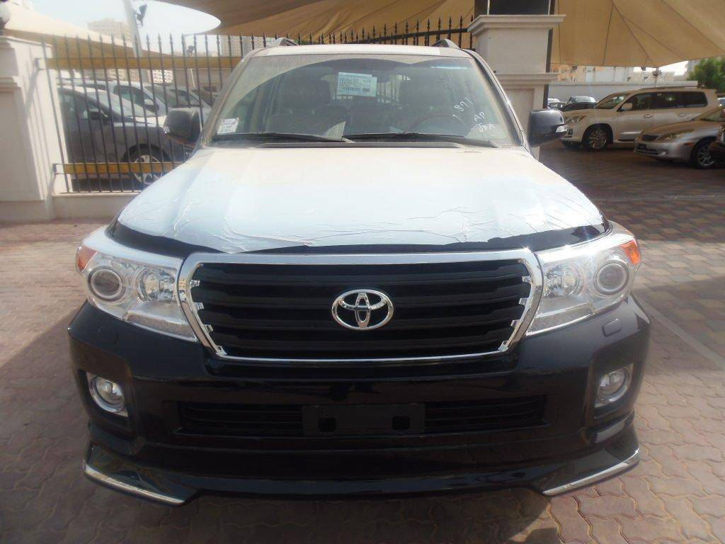 Toyota Land Cruiser GXR 4.6L Petrol, Automatic. Brand new, model 2013.