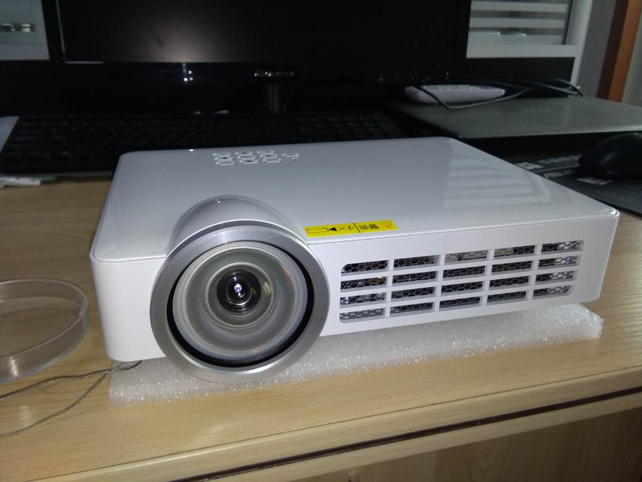5000 Lumens HD 1080P WiFi DLP 3D Short Throw Projector