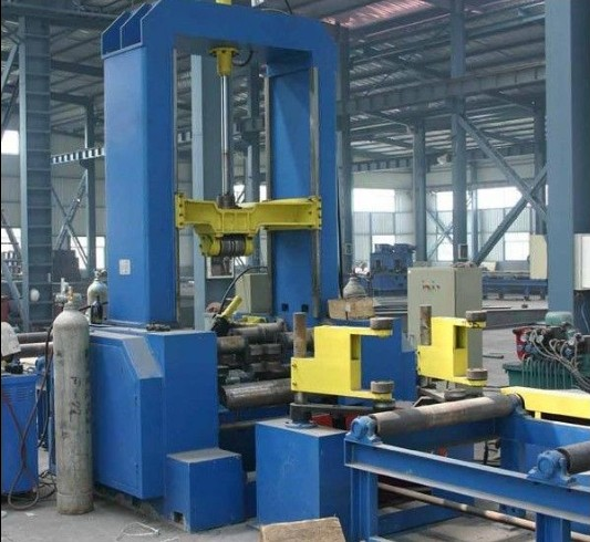 H-beam combined machine for assemblying H beam