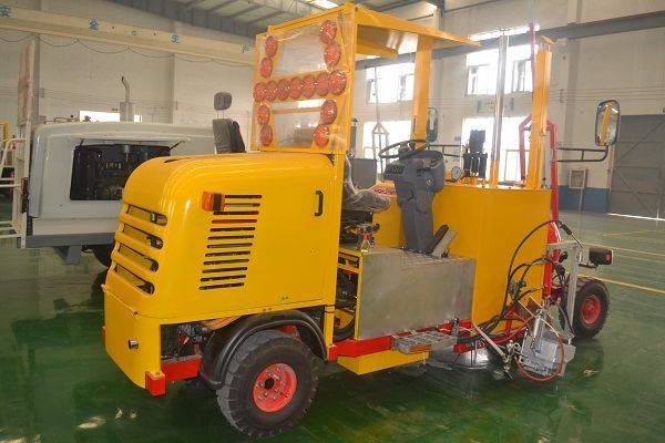 Middle Driving-type Thermoplastic Screeding Road Marking Machine