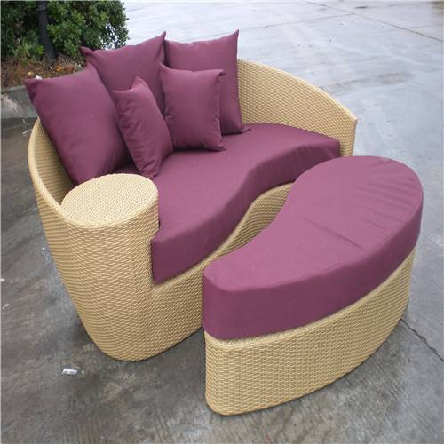 Wicker wooden daybed with armrest