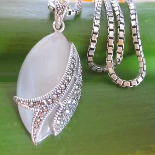 Thai silver cat's eye and marcesite pendant necklace,Thai silver jewelry