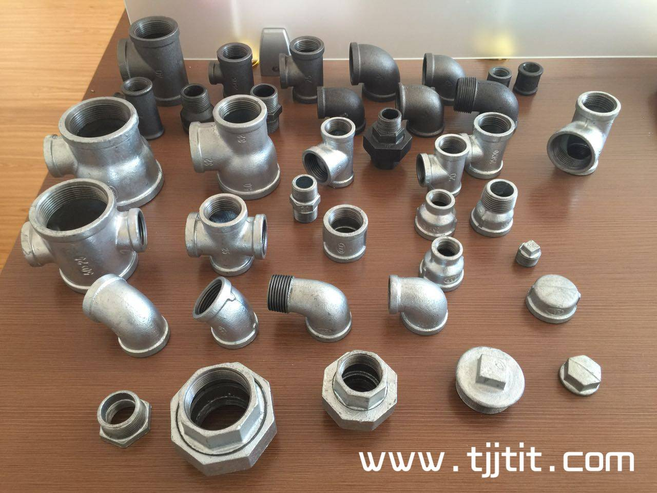 China high quality hot galvanized malleable iron pipe fittings