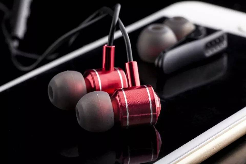 Red in-ear Stereo Earphone with Mic 1.2m Line for Mobile Iphone 6s