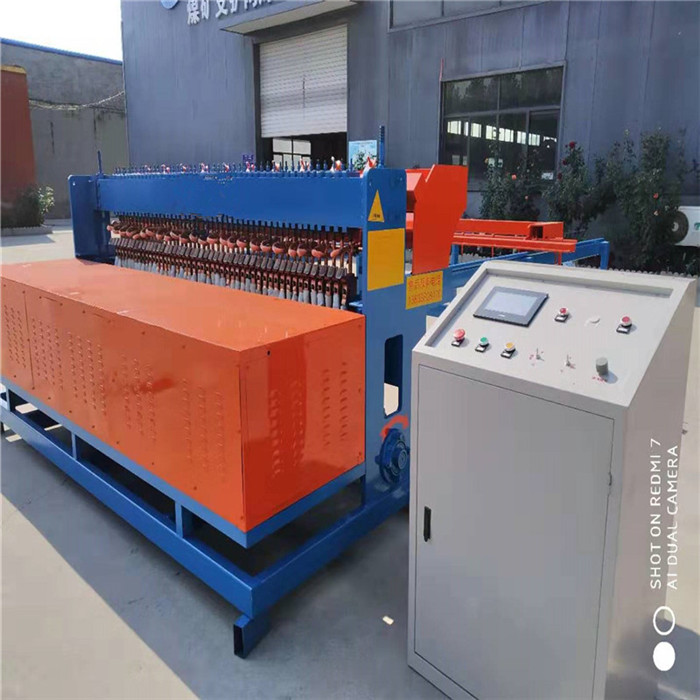 Construction of manual wire threading machine