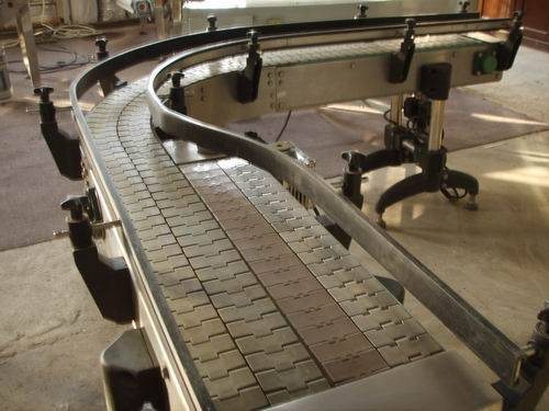 Slat conveyor-convergence type