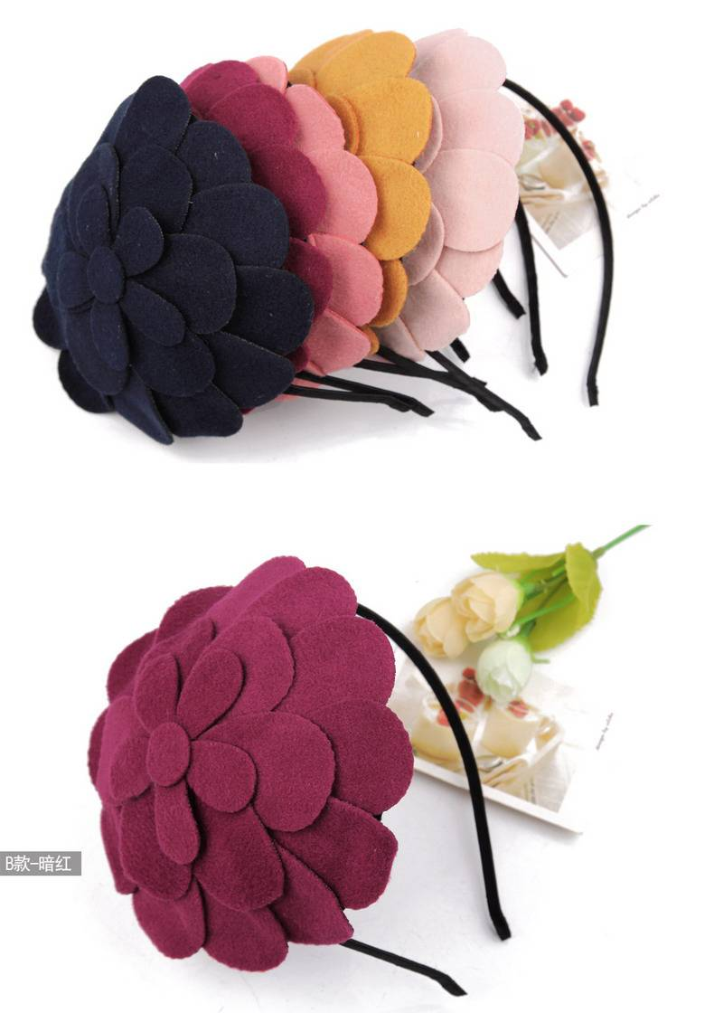 Special new berets, hairpin. Both girls and women can wear it.