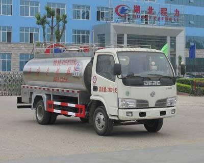 Dongfeng 4*2 5.32cbm milk tanker truck