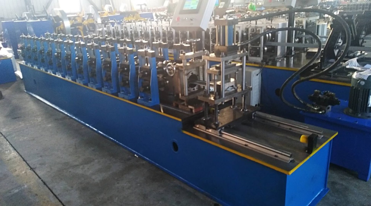 high precision steel car plate garage shutter door roll forming panel machine price