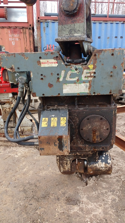 Used vibro hammer ICE 428B to work on a crane