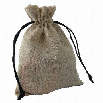 Small jute bags with drawstring